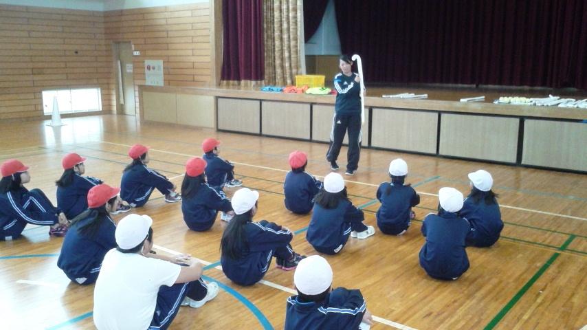 松野尾小学校ホッケー授業